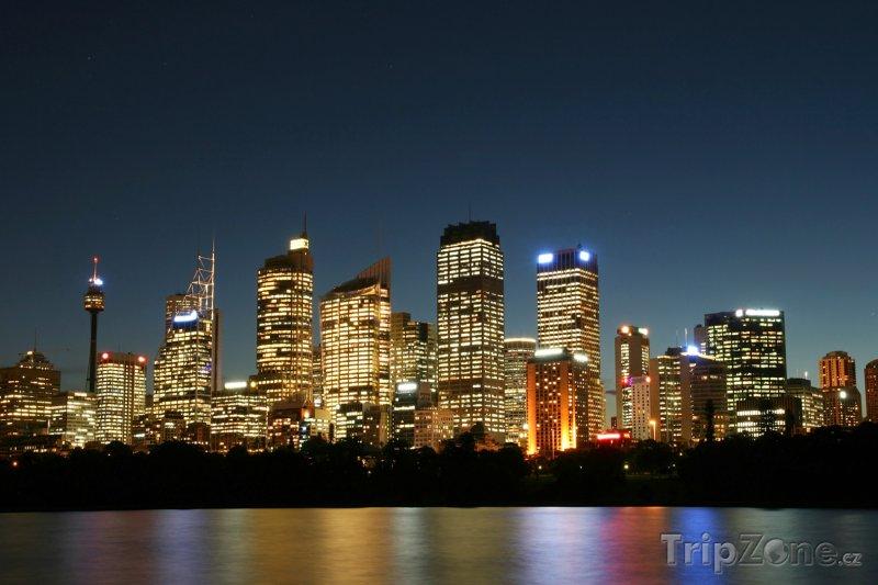 Fotka, Foto Sydneyské výškové budovy v noci (Sydney, Austrálie)