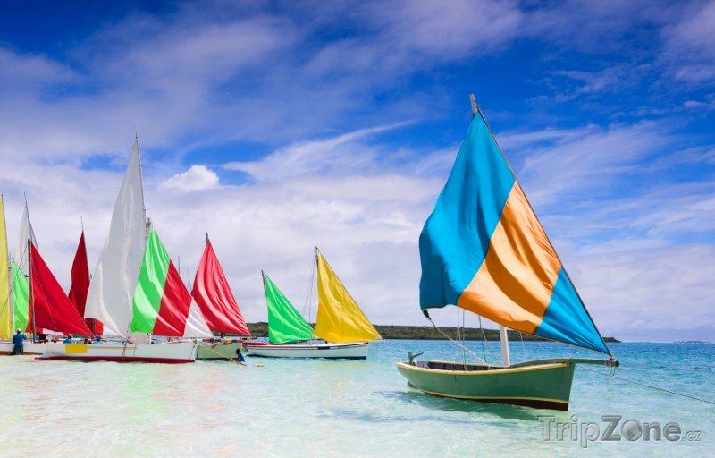 Fotka, Foto Tradiční dlabané lodice - pirogy (Mauricius)