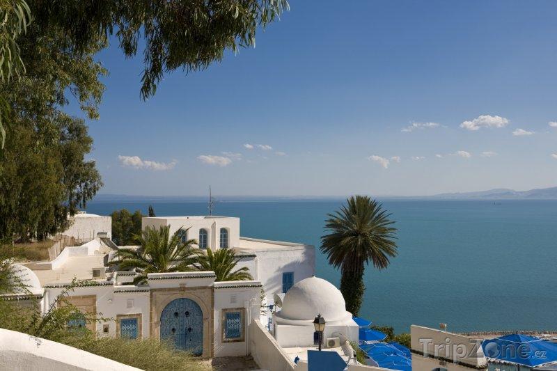 Fotka, Foto Typický dům ve městě Sidi Bou Said (Tunisko)
