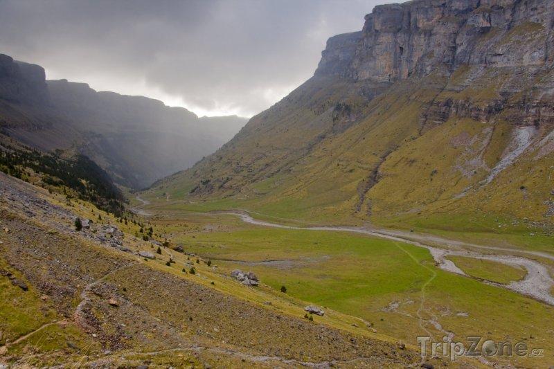 Fotka, Foto Údolí v Národním parku Ordesa y Monte Perdido (Španělsko)
