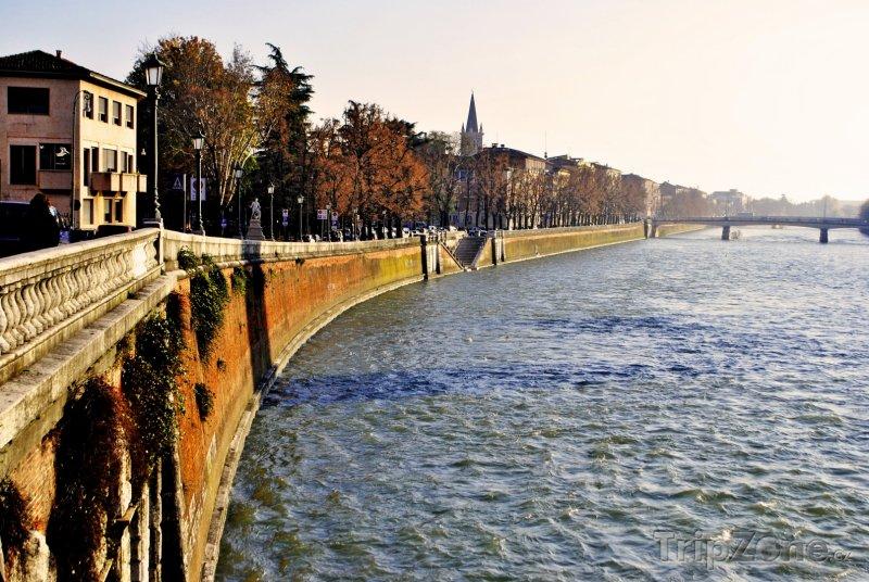Fotka, Foto Verona - řeka Adige (Itálie)