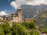 Vesnice Torla v Národním parku Ordesa y Monte Perdido