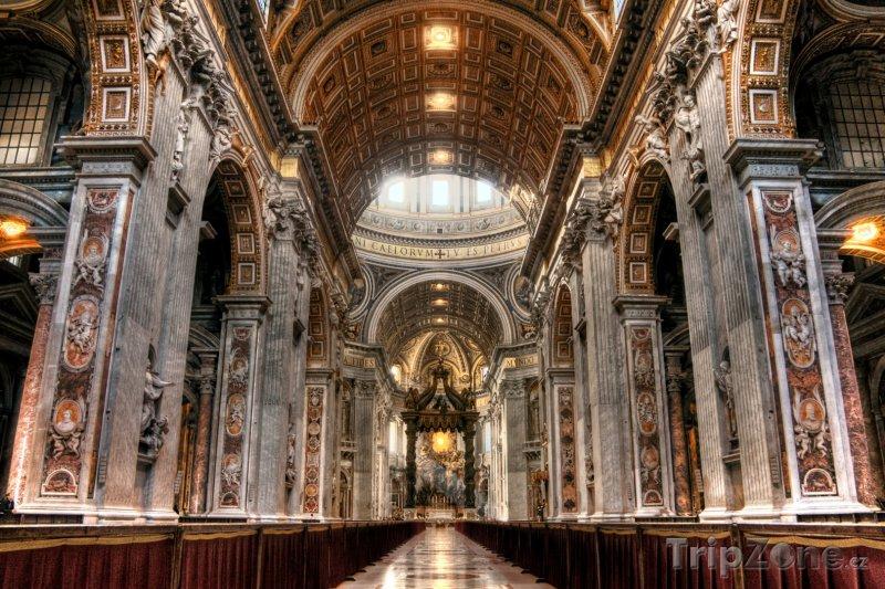Fotka, Foto Vnitřek baziliky svatého Petra (Řím, Itálie)