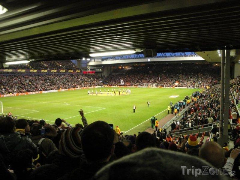 Fotka, Foto Vnitřek liverpoolského stadiónu Anfield (Liverpool, Velká Británie)