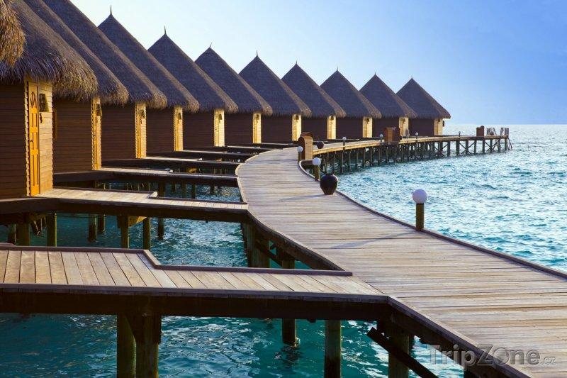 Fotka, Foto Vodní bungalovy na mělčině Indického oceánu (Maledivy)