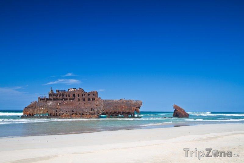 Fotka, Foto Vrak lodi na pláži (Kapverdy)