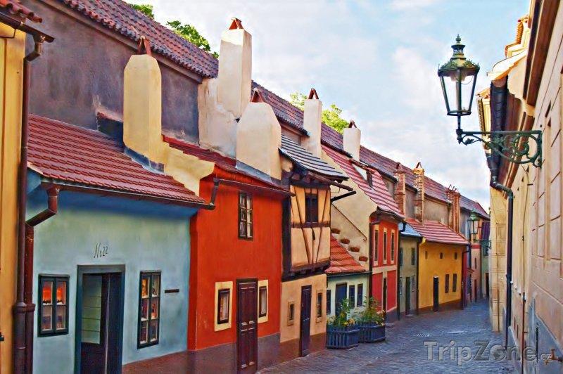 Fotka, Foto Zlatá ulička na Pražském hradě (Česká republika)