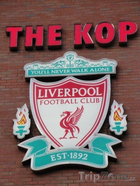 Fotka, Foto Znak Liverpool F.C. na stadiónu Anfield (Liverpool, Velká Británie)