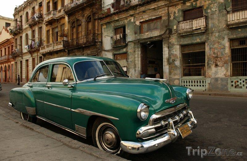 Fotka, Foto Americké auto zaparkované na ulici (Havana, Kuba)