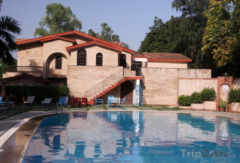 Fotka, Foto Bazén u hotelu v centru města (Nové Dillí, Indie)