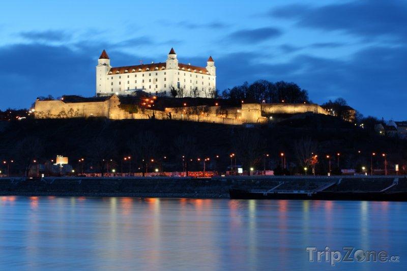 Fotka, Foto Bratislavský hrad v noci (Bratislava, Slovensko)