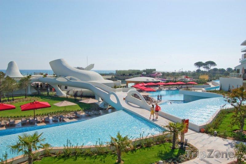 Fotka, Foto Cesta na pláž hotelovým parkem (Antalya, Turecko)