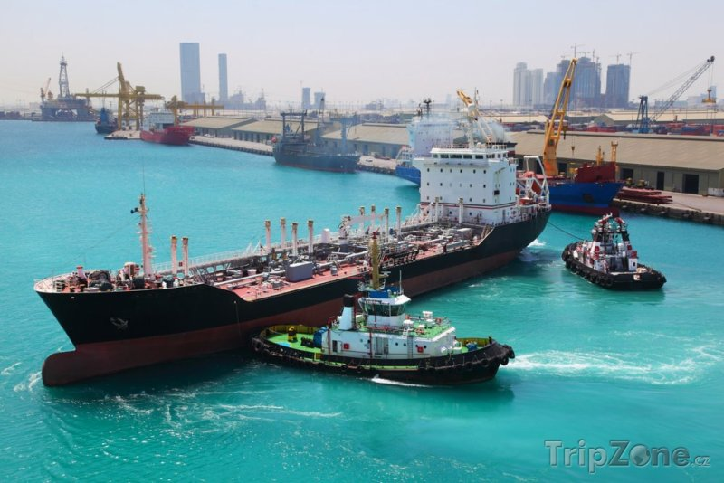 Fotka, Foto Dokující lodě v přístavu (Abú Dhabí, Spojené arabské emiráty)