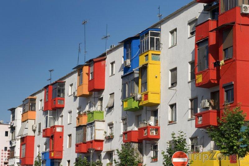 Fotka, Foto Domky v Tiraně (Albánie)