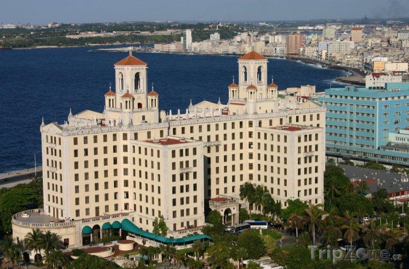 Fotka, Foto Hotel National na pobřeží (Havana, Kuba)