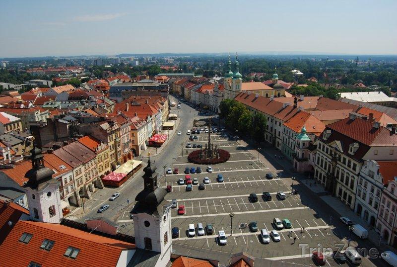 Fotka, Foto Hradec Králové, pohled z Bílé věže na Velké náměstí (Česká republika)
