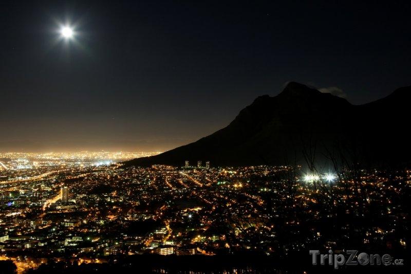 Fotka, Foto Kapské město v noci (Jihoafrická republika)