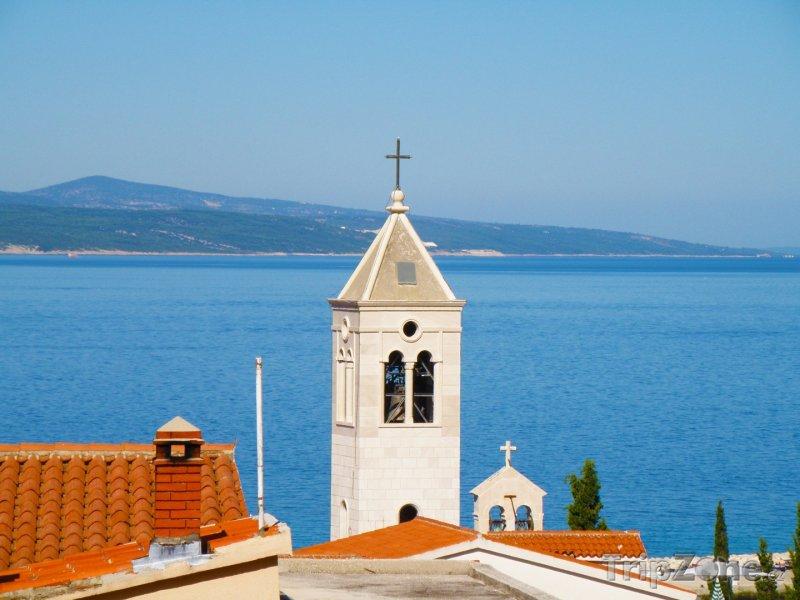 Fotka, Foto Kostelík ve středisku Baška Voda (Makarská riviéra, Chorvatsko)