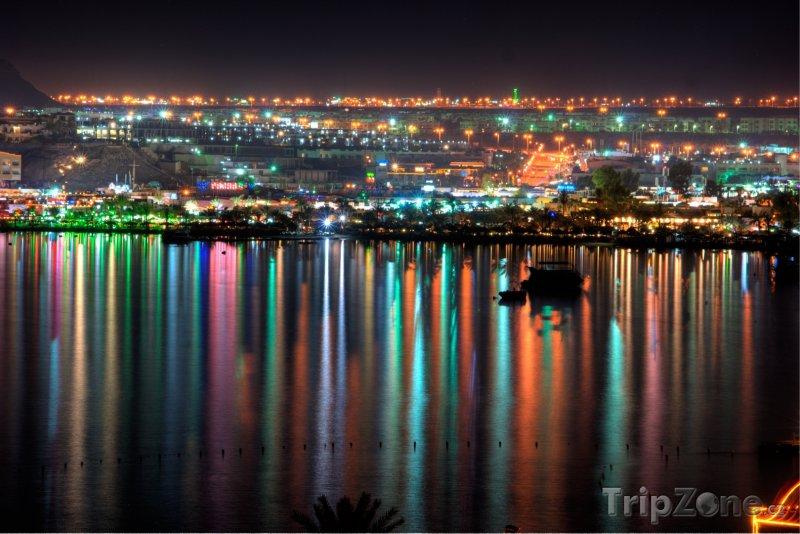 Fotka, Foto Letovisko Naama Bay v noci (Sharm El Sheikh, Egypt)