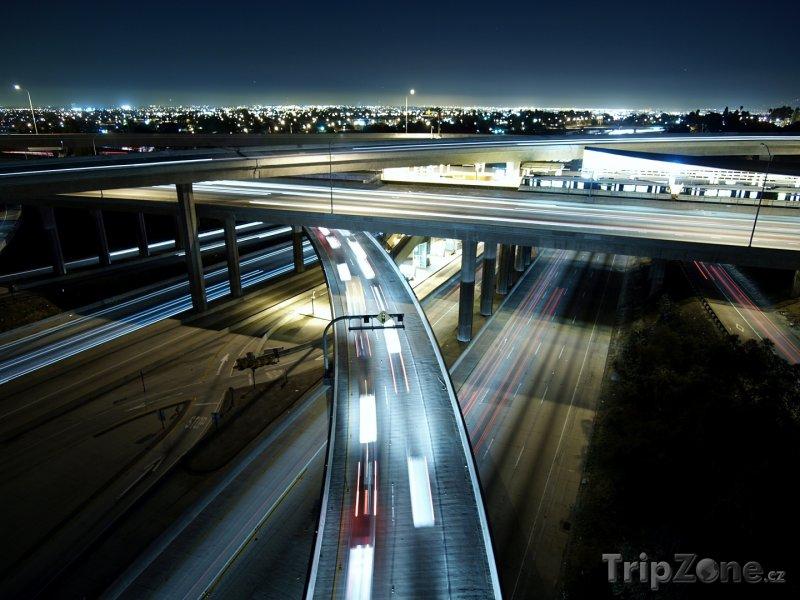 Fotka, Foto Los Angeles, víceúrovňová křižovatka dálnic I-105 a I-110 (Los Angeles, USA)