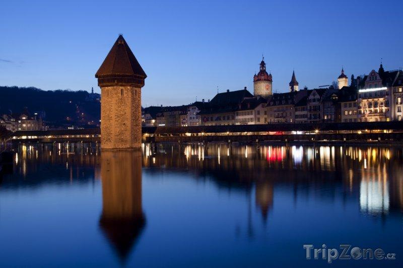Fotka, Foto Lucern v noci (Švýcarsko)