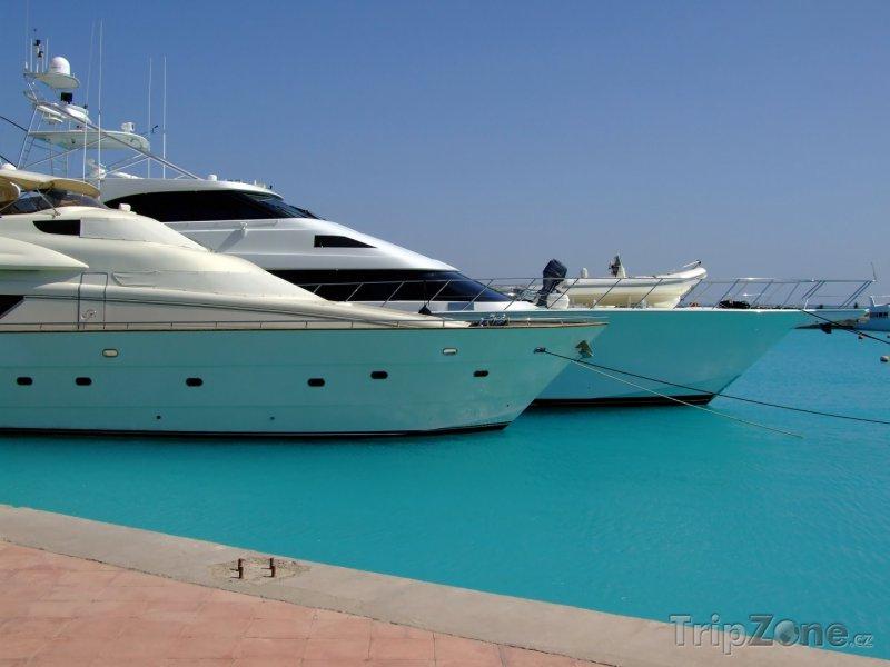 Fotka, Foto Luxusní jachty v přístavu Sekalla (Hurghada, Egypt)