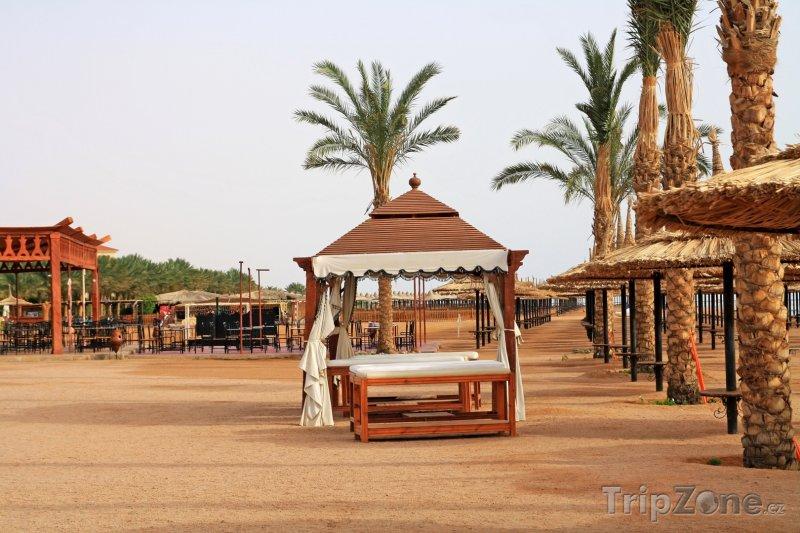 Fotka, Foto Masážní stoly u pobřeží (Sharm El Sheikh, Egypt)