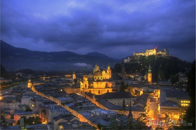 Fotka, Foto Město v noci (Salcburk, Rakousko)