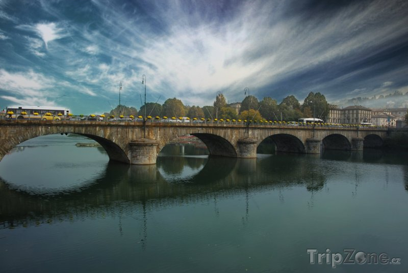 Fotka, Foto Most přes řeku Pád (Turín, Itálie)