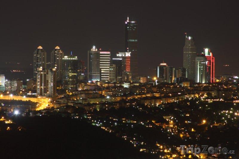 Fotka, Foto Mrakodrapy v noci (Istanbul, Turecko)