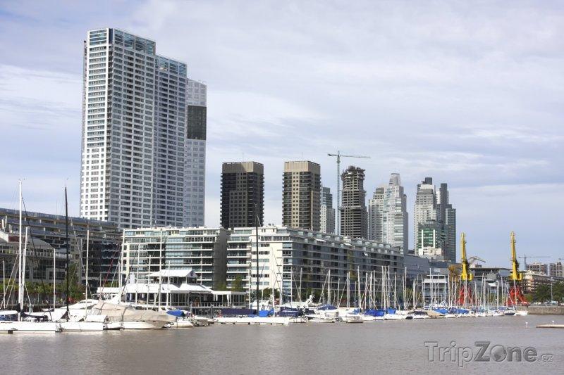 Fotka, Foto Mrakodrapy v přístavu Puerto Madero (Buenos Aires, Argentina)