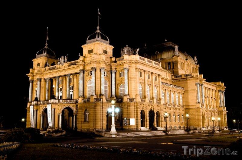 Fotka, Foto Národní divadlo v noci (Záhřeb, Chorvatsko)