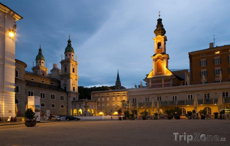 Fotka, Foto Noční náměstí (Salcburk, Rakousko)