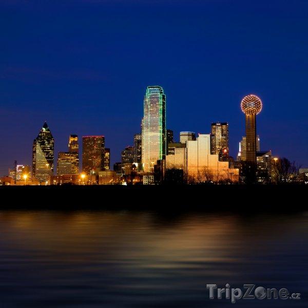 Fotka, Foto Osvětlené mrakodrapy (Dallas, USA)