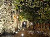 Osvětlené zdi bratislavského hradu