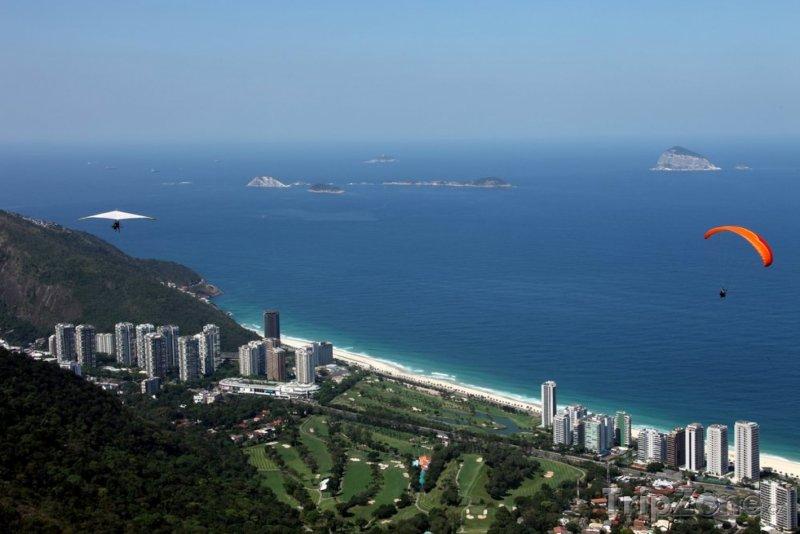 Fotka, Foto Paraglider nad pobřežím (Rio de Janeiro, Brazílie)