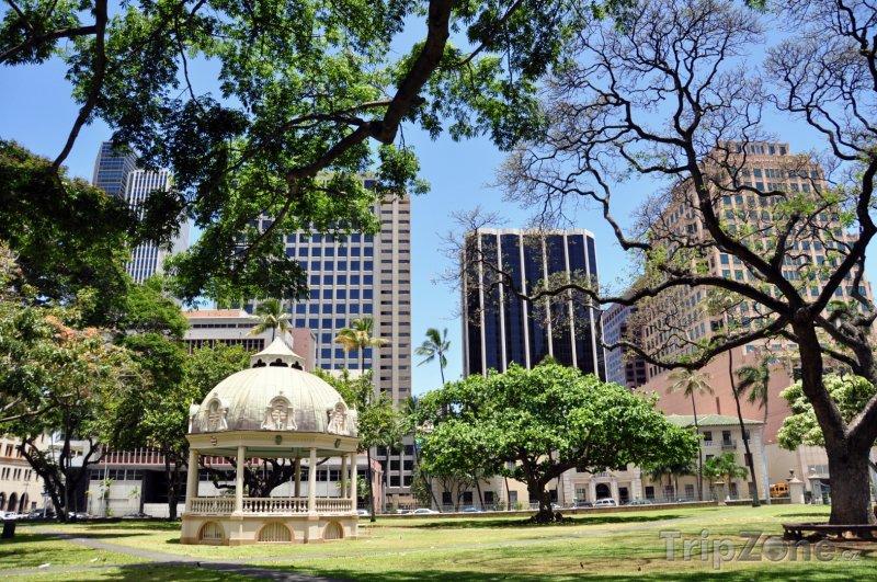 Fotka, Foto Park s altánkem před palácem Iolani (Honolulu, USA)