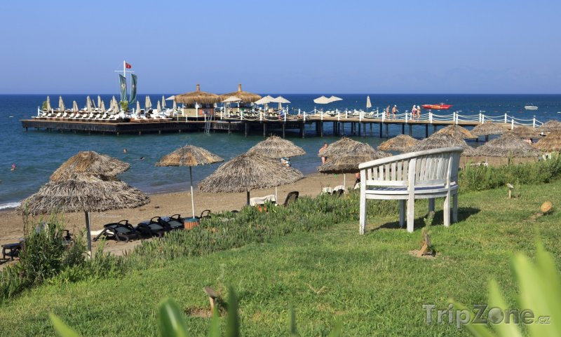 Fotka, Foto Pláž a molo v letovisku Belek (Antalya, Turecko)