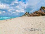 Pláž v rezortu Varadero na severu Kuby