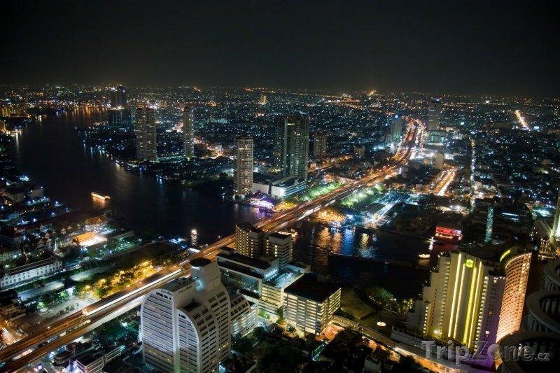 Fotka, Foto Pohled na Bangkok v noci (Bangkok, Thajsko)