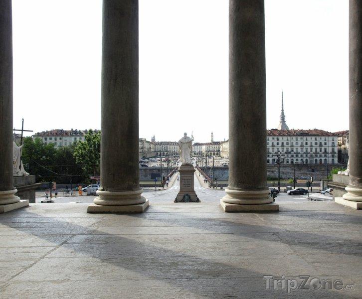 Fotka, Foto Pohled na náměstí Piazza Vittorio (Turín, Itálie)