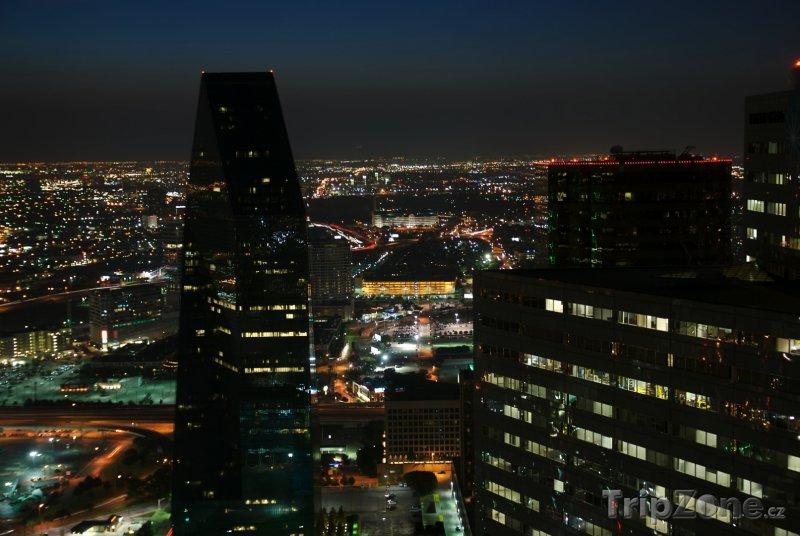 Fotka, Foto Pohled na noční město (Dallas, USA)