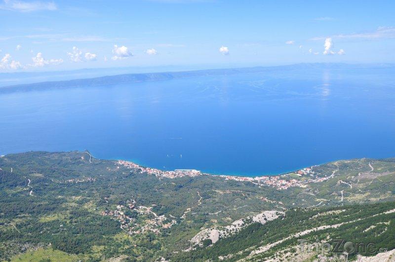 Fotka, Foto Pohled z hor na středisko Tučepi (Makarská riviéra, Chorvatsko)