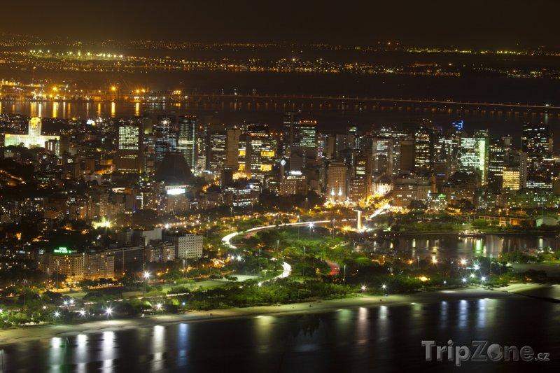 Fotka, Foto Rio de Janeiro - pohled na město v noci (Brazílie)