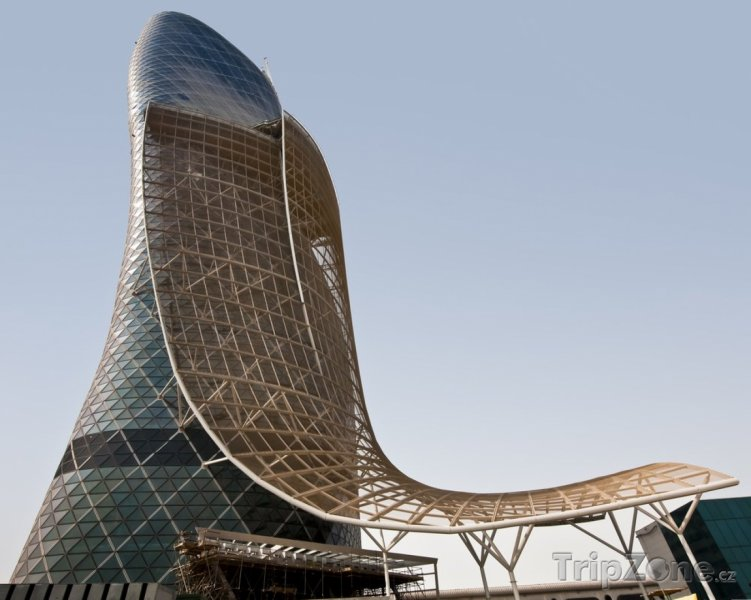 Fotka, Foto Rozestavěná Capital Gate tower (Abú Dhabí, Spojené arabské emiráty)