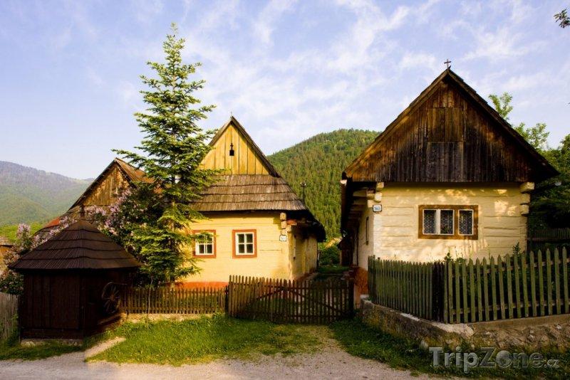 Fotka, Foto Ružomberok, domy v obci Vlkolínec (Slovensko)