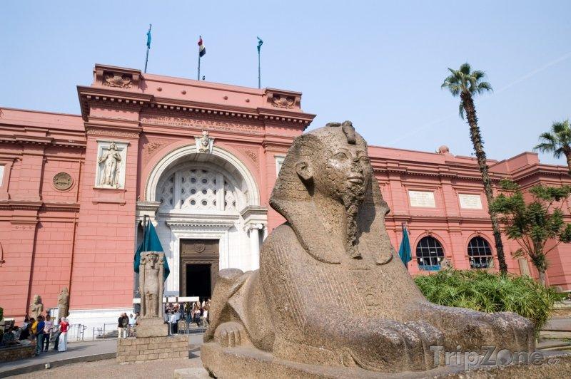 Fotka, Foto Sfinga před egyptským muzeem (Káhira, Egypt)