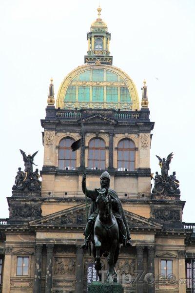 Fotka, Foto Socha svatého Václava před Národním muzeem (Praha, Česká republika)