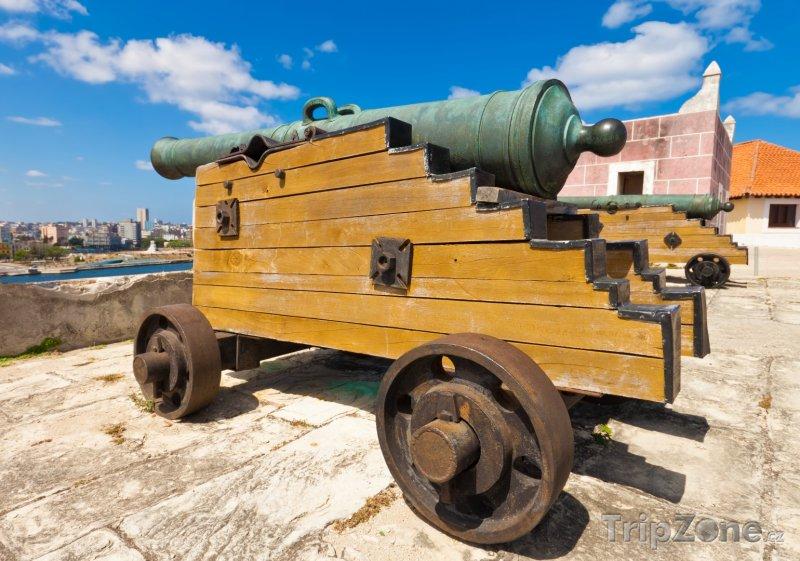 Fotka, Foto Starověký kanon na pevnosti La Cabaña (Havana, Kuba)