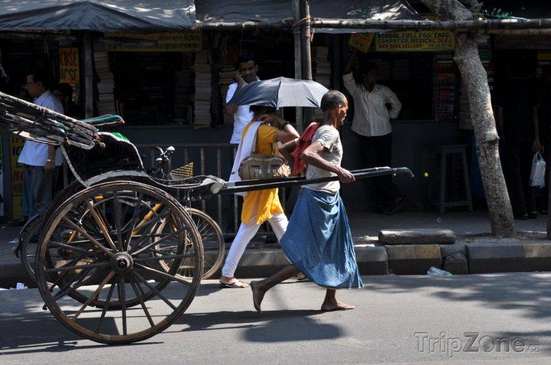 Fotka, Foto Tradiční cyklorikša hledající zákazníky (Nové Dillí, Indie)